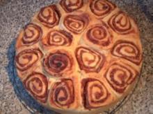 Rosenkuchen mit Äpfeln, Preiselbeeren und Walnüssen - Rezept