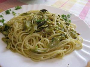 Espárragos verdes con pasta - Grüne Spargel mit Nudeln - Rezept
