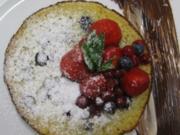 Heidelbeer-Buttermilch-Pancakes mit marinierten Waldbeeren und weißer und dunkler Schokolade - Rezept