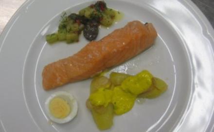 Gedünsteter Lachs und Gurken mit peruanischen Kartoffeln - Rezept