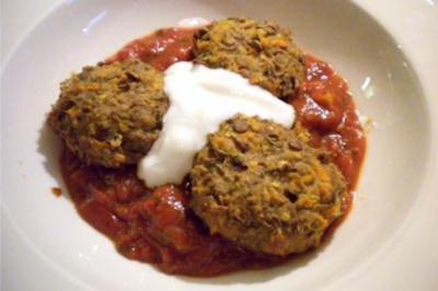 Linsen-Topfen-Laibchen mit Tomatensauce - Rezept