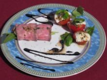 Gefüllte Roastbeef-Röllchen und Eiertomaten mit Mozzarella und Basilikum - Rezept
