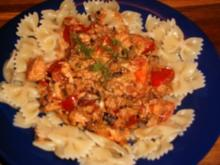 Farfalle mit Tomaten-Räucherlachs-Soße - Rezept