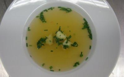 Klare Tomatenessenz mit Bärlauchgnocchi - Rezept