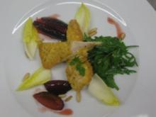 Kaninchen-Piccata mit süß-scharf karamell. Pflaumen und Rucola-Chicoréesalat - Rezept