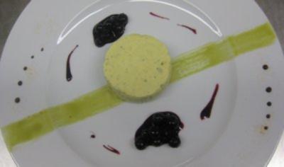 Rezept: Kürbiskernparfait mit Heidelbeerkompott