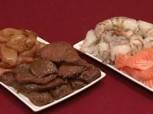Teppanyaki-Grill mit u.a. Meerwasser-Garnelen und Lachsfilet, dazu Kohlrabisalat (Rainer Holbe) - Rezept