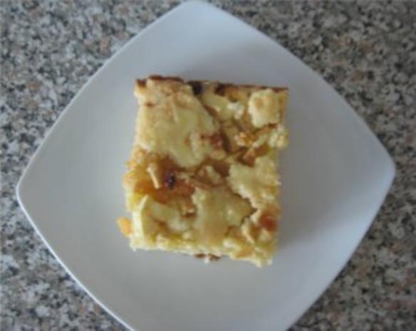 ** Kuchen & Co. ** Apfel - Rosinen - Streuselkuchen mit Vanilleglasur - Rezept