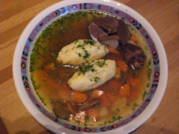 """Menü Teil 1 """"Suppe""""  Dunkle Gänsesuppe mit Griesnockerln und Gemüse - Rezept"""