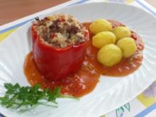 Paprikaschoten gefüllt mit Hack und Reis in Tomatensoße - Rezept