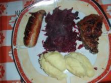 Bratwurst - Kalbskoteletts - Rotkraut und Kartoffelpüree - Rezept