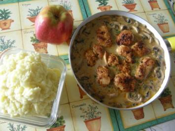 Putenschnitzel mit Champignon-Rahmsoße und Apfel-Kartoffelpüree - Rezept