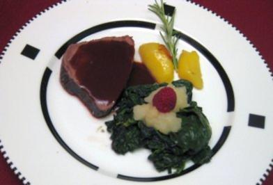Rinderfilet im Salzmantel mit Birnenmousse im Spinatbett - Rezept