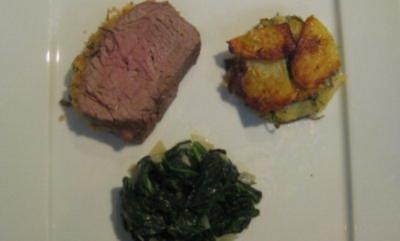 Chateaubriand mit Kräuterkruste und Parmesan, Rucola-Kartoffel-gratin und Blattspinat - Rezept