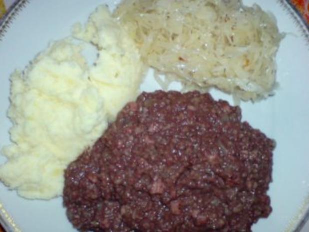Grützwurst mit Quarkkartoffeln und Sauerkraut - Rezept - Bild Nr. 2