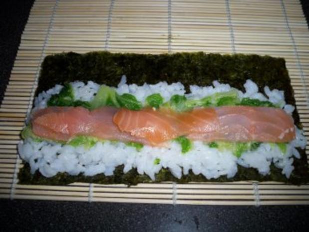 Sushi mit Chinakohl und Räucherlachs - Rezept - Bild Nr. 5