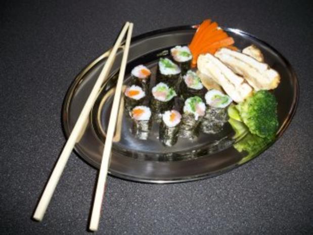 Sushi mit Chinakohl und Räucherlachs - Rezept