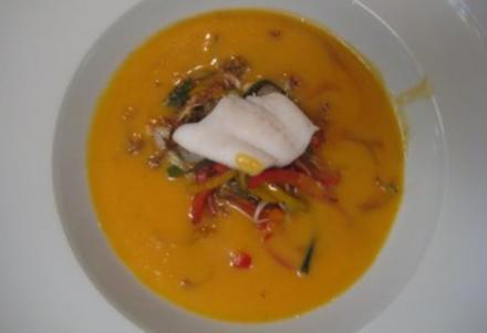 Muskatkürbiscrémesuppe mit frittiertem asiatischem Gemüse und St. Pierre-Fisch - Rezept