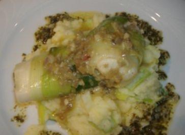 Dorschfilet im Lauchmantel auf Kartoffelstampf und Petersilienbutter - Rezept