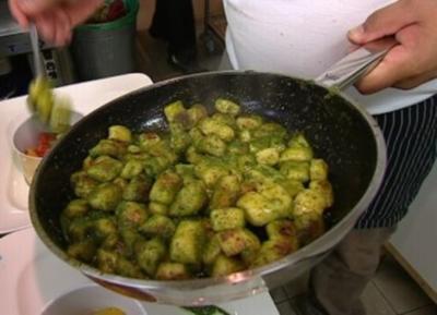 Gnocchi mit selbstgemachtem Pesto - Rezept