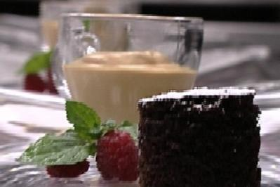 Geeister Milchkaffee mit Himbeerkompott und Vanillesoße - Rezept
