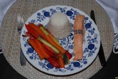 Fisch : Geräucherter Lachs mit Gemüse und Reis - Rezept