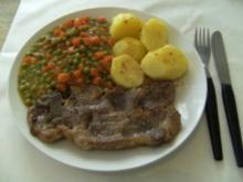 HAUPTGERICHT - Schweinenackensteak, Mischgemüse und Salzkartoffeln - Rezept