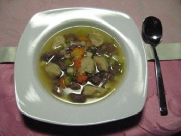 Klare Rindfleischsuppe mit Mehlklößchen (Schwemmklößchen) - Rezept