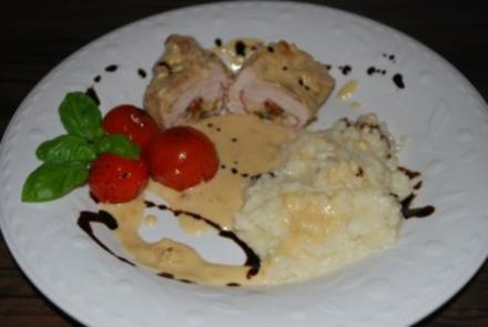 Putenröllchen in 2-Käse-Sauce - Rezept