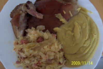 Eisbein mit Sauerkraut und Erbspüree - Rezept