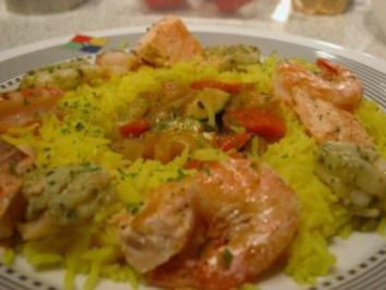 Gelbe Reispfanne mit Garnelen - Rezept