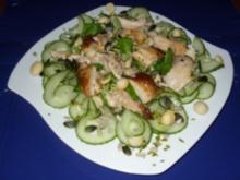 Brathähnchenstreifen auf Feldsalat und Nusspotpourri - Rezept