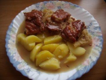 Kasslerrippchen mit Sauerkohl und Weintrauben - Rezept