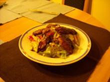 Knusprige Hühnerstreifen auf buntem Salat - Rezept