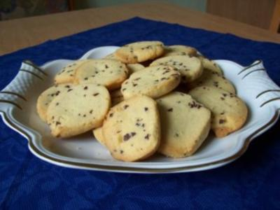 Sandplätzchen mit Schokostückchen - Rezept