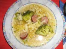 Brokkoli - Nudelsüppchen mit Puffereinlage - Rezept