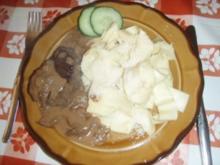 Hirschfilets mit Steinpilzrahmsauce, selbstgemachten Nudeln und Gurkensalat - Rezept