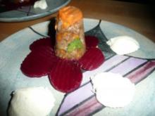 VORSPEISE/FLEISCH:Tafelspitzsülze vom Charolaisrind auf Rote-Bete_Scheiben mit Meerrettichmousse - Rezept