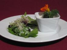 Kräutersalat mit Pfiff und scharfer Rote-Bete-Terrine - Rezept