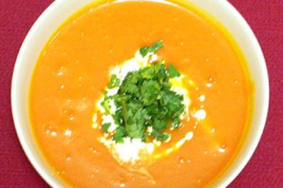 Mango-Kürbissuppe mit frischen Kräutern - Rezept