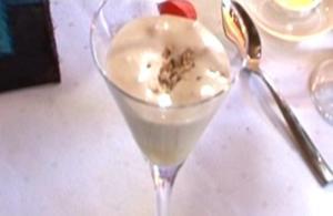 Zabaione mit Tonkabohnen und Haselnüssen - Rezept