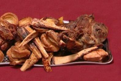 Lamm mit Minzsoße, Yorkshire Puddings, Bratkartoffeln und Pastinaken (Rob Green) - Rezept