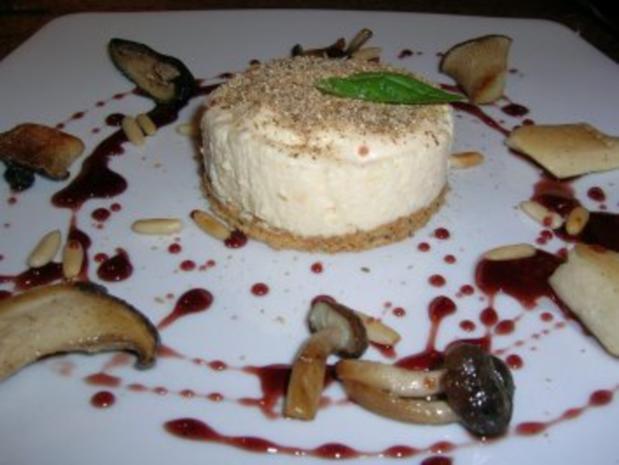 Waldpilz-Tiramisu mit Pinienkernen und Portweinjus - ein exquisite Vorspeise - aber etwas zeitaufwändig - Rezept - Bild Nr. 2