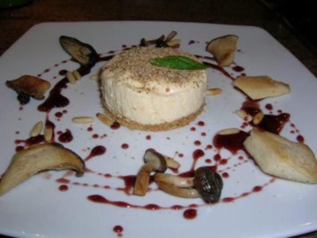 Waldpilz-Tiramisu mit Pinienkernen und Portweinjus - ein exquisite Vorspeise - aber etwas zeitaufwändig - Rezept - Bild Nr. 3
