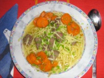Nudelsuppe mit Rindfleisch und Gemüseeinlage - Rezept
