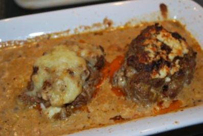 Annis gratinierte Bifteki in Metaxa-Sahne-Sauce - Rezept