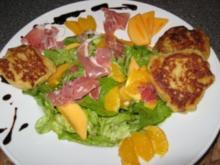 Geditschte-Gedatschte mit Salat & Früchten - Rezept