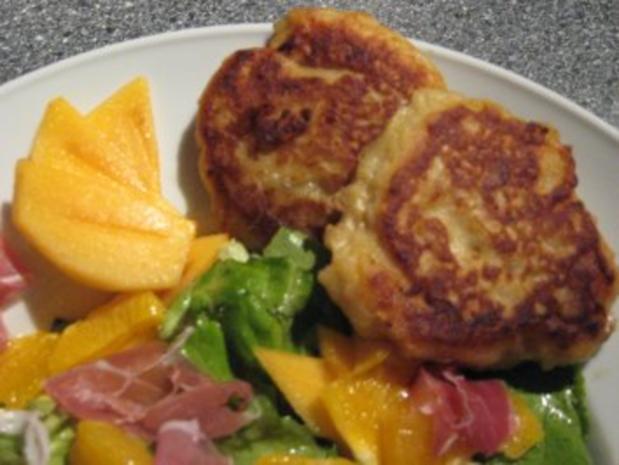 Geditschte-Gedatschte mit Salat & Früchten - Rezept - Bild Nr. 2