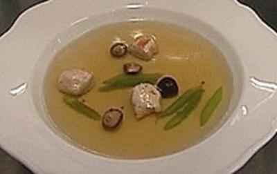 Rezept: Fasanen-Consomme mit Fasanenklößchen, Shitake und Thaispargel