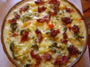 Gemüse-Auflauf mit Kräuter-Käse-Sauce und crossem Bacon - Rezept
